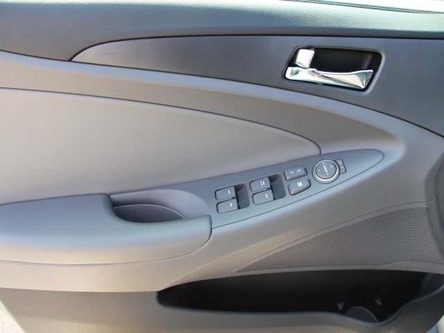 2015 Hyundai Sonata 4D Sedan - 744117 - Image #10