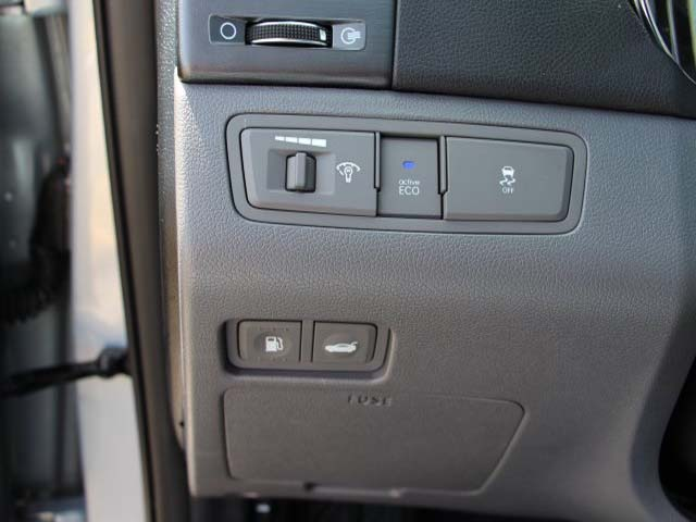 2015 Hyundai Sonata - Image 11