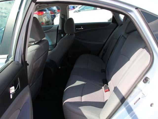 2013 Hyundai Sonata - Image 17