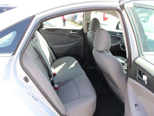 2013 Hyundai Sonata - Image 22