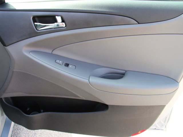 2013 Hyundai Sonata 4D Sedan - 131144 - Image #24