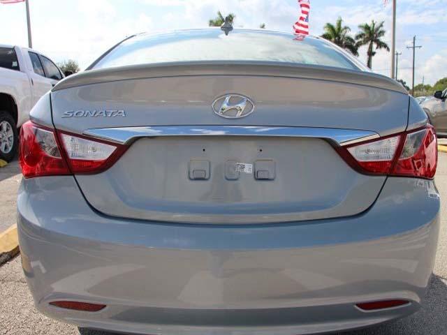 2013 Hyundai Sonata - Image 5