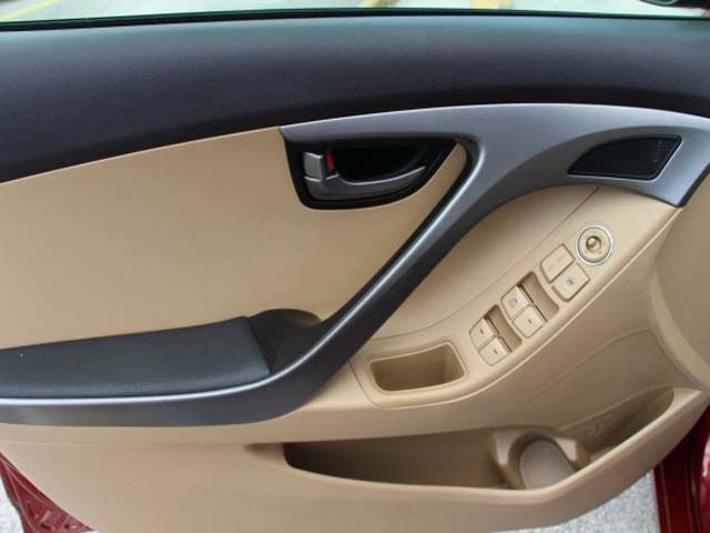 2013 Hyundai Elantra - Image 9