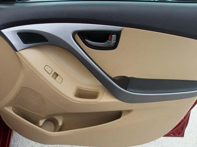 2013 Hyundai Elantra - Image 21