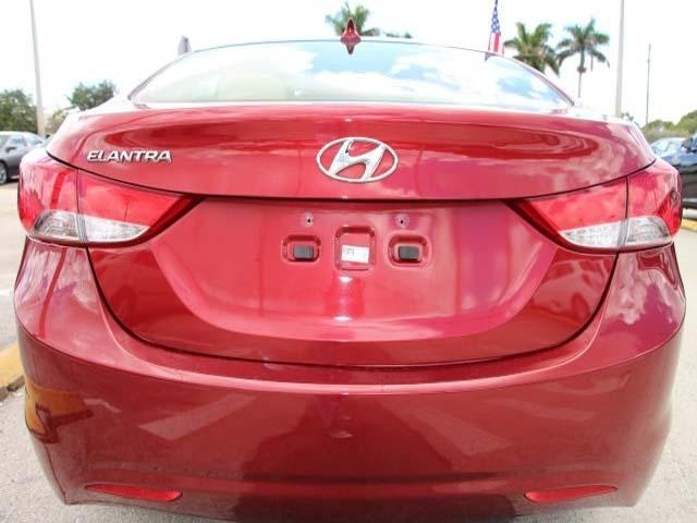 2013 Hyundai Elantra - Image 5