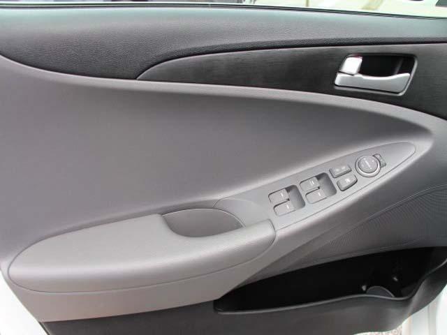2014 Hyundai Sonata - Image 9