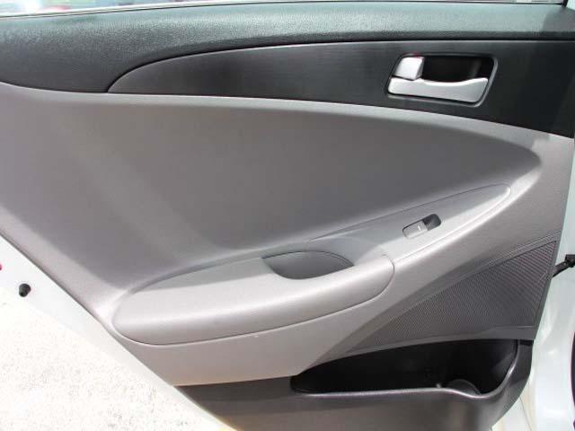 2014 Hyundai Sonata - Image 16