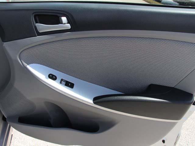 2014 Hyundai Accent - Image 21