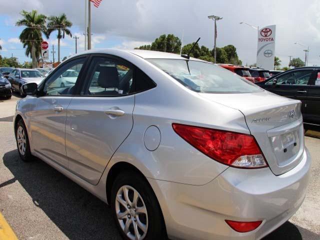 2014 Hyundai Accent - Image 4